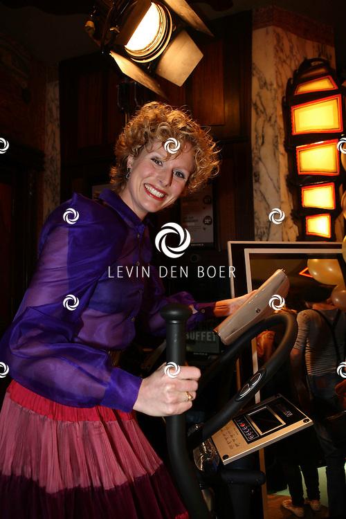 AMSTERDAM - Jolanda van den Berg op de rode loper van de filmpremiere Dik Trom zondag in Amsterdam.  FOTO LEVIN DEN BOER - PERSFOTO.NU