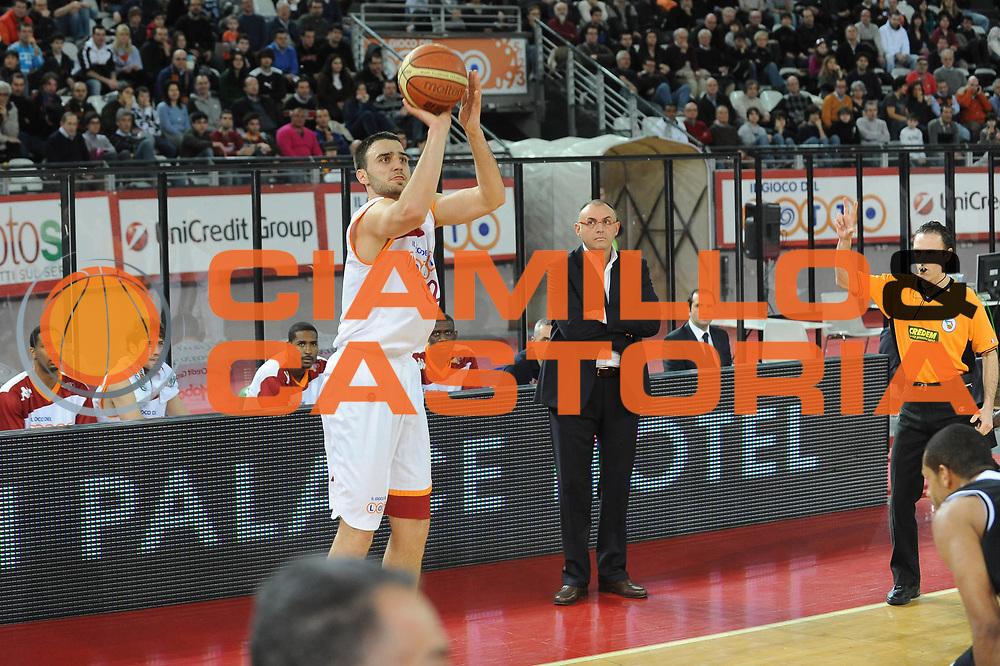 DESCRIZIONE : Roma Lega A 2009-10 Lottomatica Virtus Roma Carife Ferrara<br /> GIOCATORE : Tadijia Dragicevic<br /> SQUADRA : Lottomatica Virtus Roma <br /> EVENTO : Campionato Lega A 2009-2010 <br /> GARA : Lottomatica Virtus Roma Carife Ferrara<br /> DATA : 28/02/2010<br /> CATEGORIA : Three Points<br /> SPORT : Pallacanestro <br /> AUTORE : Agenzia Ciamillo-Castoria/GiulioCiamillo<br /> Galleria : Lega Basket A 2009-2010 <br /> Fotonotizia : Roma Campionato Italiano Lega A 2009-2010 Lottomatica Virtus Roma Carife Ferrara<br /> Predefinita :
