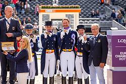 RAMEL Antonia (SWE), NILSHAGEN Therese (SWE), RAMEL Juliette (SWE), KITTEL Patrik (SWE), JENA Bo (Equipechef)<br /> Rotterdam - Europameisterschaft Dressur, Springen und Para-Dressur 2019<br /> Siegerehrung Team Wertung<br /> Longines FEI European Championships Dressage Grand Prix - Teams (2nd group)<br /> Teamwertung 2. Gruppe<br /> 20. August 2019<br /> © www.sportfotos-lafrentz.de/Stefan Lafrentz
