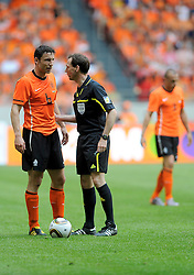 05-06-2010 VOETBAL: NEDERLAND - HONGARIJE: AMSTERDAM<br /> Nederland wint met 6-1 van Hongarije / Fabian Meyer en Mark van Bommel<br /> ©2010-WWW.FOTOHOOGENDOORN.NL