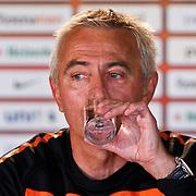 NLD/Katwijk/20100809 - Training van het Nederlands elftal, persconferentie bondscoach Bert van Marwijk