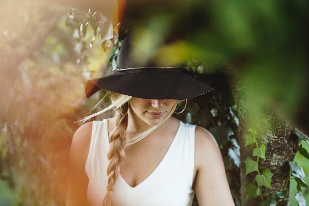Portrait von Amelie Dietze. Fotografiert von Münchner Fotograf Kpaou Kondodji