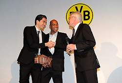 14.05.2011, U-Haus, Dortmund, GER, 1.FBL, Borussia Dortmund Meisterbankett im Bild Geschenke für Nuri SAHIN, links und DEDE, BVB, überreicht von.Präsident Dr. Reinhard RAUBALL//   German 1.Liga Football ,  Borussia Dortmund Championscelebration, Dortmund, 14/05/2011 .EXPA Pictures © 2011, PhotoCredit: EXPA/ nph/  Conny Kurth       ****** out of GER / SWE / CRO  / BEL ******