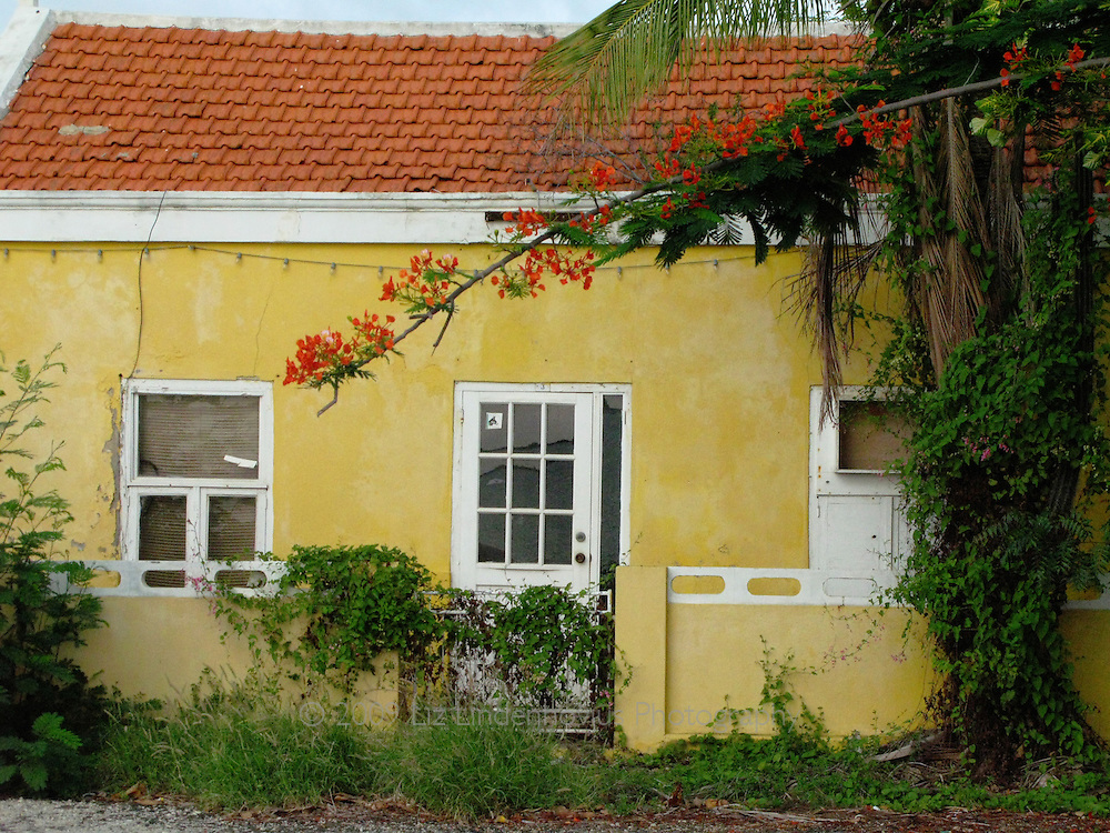 Yellow building in Kralendijk, Bonaire