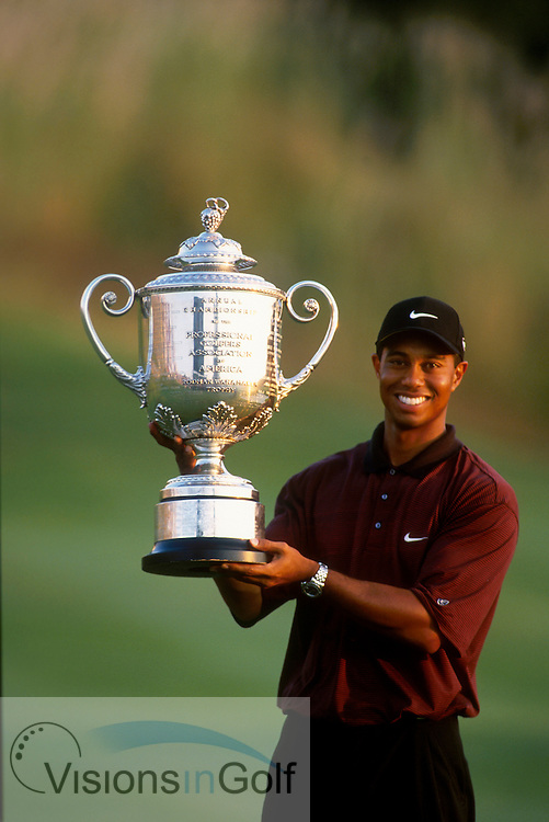 TIGER WOODS WITH TROPHY <br />