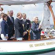 NLD/Loosdrecht/20120623 - Koningin Beatrix bezoekt vlootschouw nij het 100 jarig bestaan van watersportvereniging WNL  , Koningin Beatrix woont de vlootschouw bij