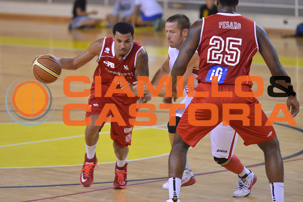 DESCRIZIONE : Viadana Trofeo del 50' esimo Lega A 2014-15 Mantova Pesaro<br /> GIOCATORE : Kendall Williams<br /> CATEGORIA : Palleggio<br /> SQUADRA : Libertas Pesaro<br /> EVENTO :Torneo del 50'esimo<br /> GARA : Mantova vs  Pesaro<br /> DATA : 12/09/2014 <br /> SPORT : Pallacanestro <br /> AUTORE : Agenzia Ciamillo-Castoria/I.Mancini<br /> Galleria : Lega Basket A 2014-2015 Fotonotizia : Torneo del 50'esimo Lega A 2014-15 Mantova Pesaro <br /> Predefinita :