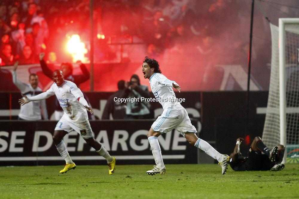 Joie de Mamadou Niang et Lucho Gonzalez  - Marseille OM / Rennes - Ligue 1 Ligue1 L1 L 1 - Foot Football - 05.05.2010 - largeur attitude geste