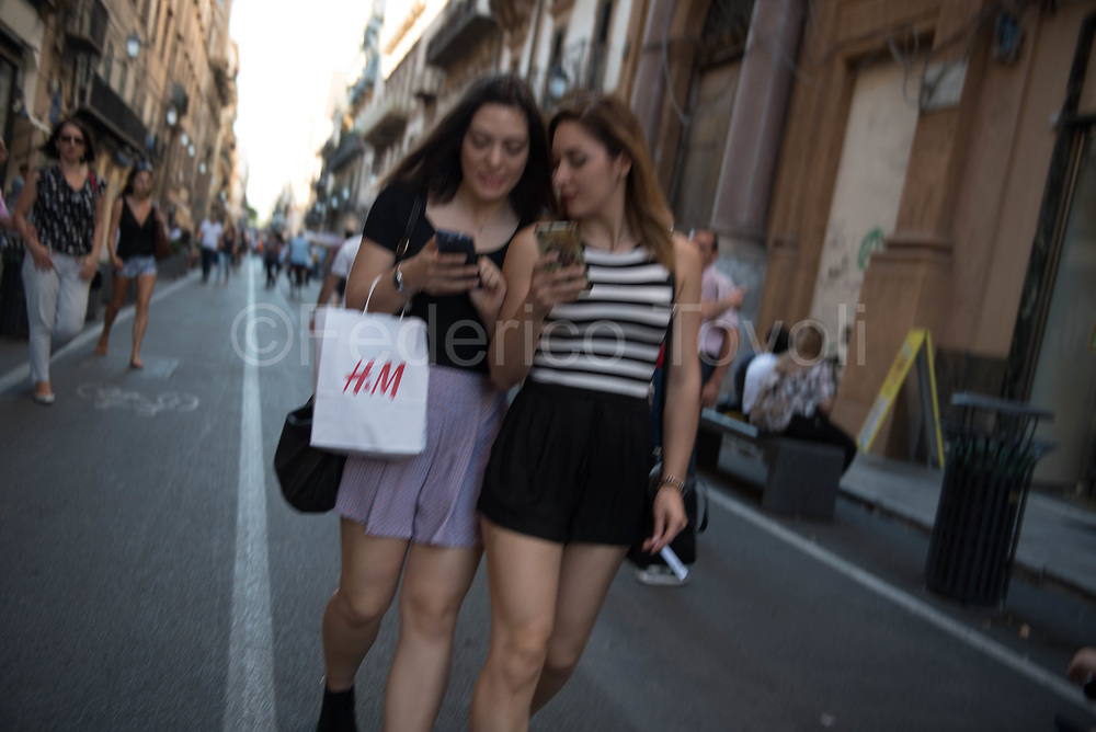 In the Maqueda Street, forbidden to cars