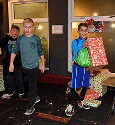 27-11-2015 NED: Sint bij vv Maarssen, Maarssen<br /> De jeugd van vv Maarssen kreeg van Sinterklaas en zijn Pieten een leuke verrassing.