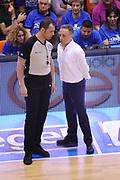 DESCRIZIONE : Brindisi Lega A 2014-15 Play Off Gara3 Quarti di Finale Enel Brindisi GrissinBon Reggio Emilia<br /> GIOCATORE : Bucchi Piero <br /> CATEGORIA : Allenatore Coach Fair Play <br /> SQUADRA : Enel Brindisi<br /> EVENTO : Campionato Lega A 2014-2015<br /> GARA : Enel Brindisi GrissinBon Reggio Emilia<br /> DATA : 23/05/2015<br /> SPORT : Pallacanestro <br /> AUTORE : Agenzia Ciamillo-Castoria/M.Longo<br /> Galleria : Lega Basket A 2014-2015 <br /> Fotonotizia : Brindisi Lega A 2014-15 Play Off Gara3 Quarti di Finale Enel Brindisi GrissinBon Reggio Emilia