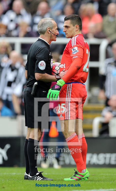 Referee Martin Atkinson (l) speaks to Vito Mannone of Sunderland during the Barclays Premier League match at St. James's Park, Newcastle<br /> Picture by Simon Moore/Focus Images Ltd 07807 671782<br /> 20/03/2016