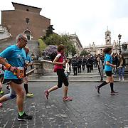 Roma 02/04/2017 <br /> Maratona di Roma 2017<br /> il passaggio di fronte al Campidoglio