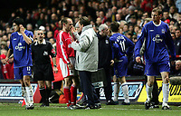Fotball<br /> Premier League 2004/05<br /> Charlton v Everton<br /> 28. desember 2004<br /> Foto: Digitalsport<br /> NORWAY ONLY<br /> Charlton's Dennis Rommedahl lies on the ground after Everton's Duncan Ferguson (far right) is sent off for elbowing him in the face