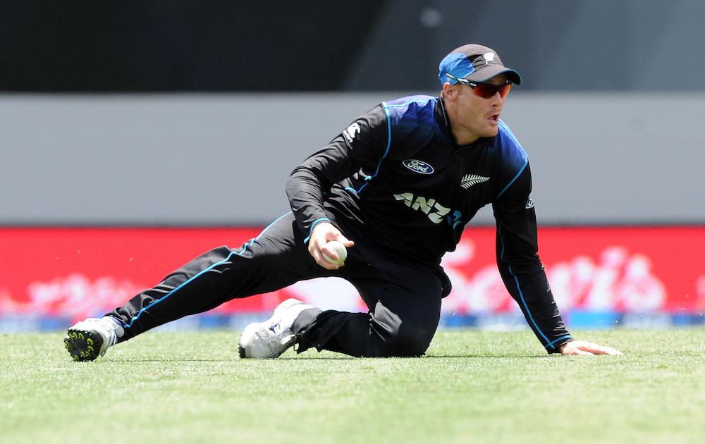 New Zealand's Martin Guptill fielding against Pakistan in the 3rd ODI International Cricket match at Eden Park, Auckland, New Zealand, Sunday, January 31, 2016. Credit:SNPA / Ross Setford
