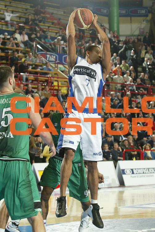 DESCRIZIONE : FORLI FINAL 8 COPPA ITALIA LEGA A1 2005<br />GIOCATORE : MORANDAIS<br />SQUADRA : VERTICAL VISION CANTU<br />EVENTO : FINAL 8 COPPA ITALIA LEGA A1 2005<br />GARA : VERTICAL VISION CANTU-MONTEPASCHI SIENA<br />DATA : 17/02/2005<br />CATEGORIA : Rimbalzo<br />SPORT : Pallacanestro<br />AUTORE : AGENZIA CIAMILLO &amp; CASTORIA/S.Ceretti