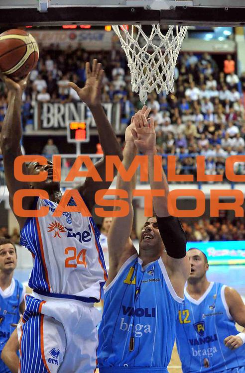 DESCRIZIONE : Brindisi Lega A 2010-11 Enel Brindisi Vanoli Braga Cremona<br /> GIOCATORE : Yakhouba Diawara<br /> SQUADRA : Enel Brindisi<br /> EVENTO : Campionato Lega A 2010-2011<br /> GARA : Enel Brindisi Vanoli Braga Cremona<br /> DATA : 31/10/2010<br /> CATEGORIA : Tiro<br /> SPORT : Pallacanestro<br /> AUTORE : Agenzia Ciamillo-Castoria/D.Tasco<br /> Galleria : Lega Basket A 2010-2011<br /> Fotonotizia : Brindisi Lega A 2010-11 Enel Brindisi Vanoli Braga Cremona<br /> Predefinita :