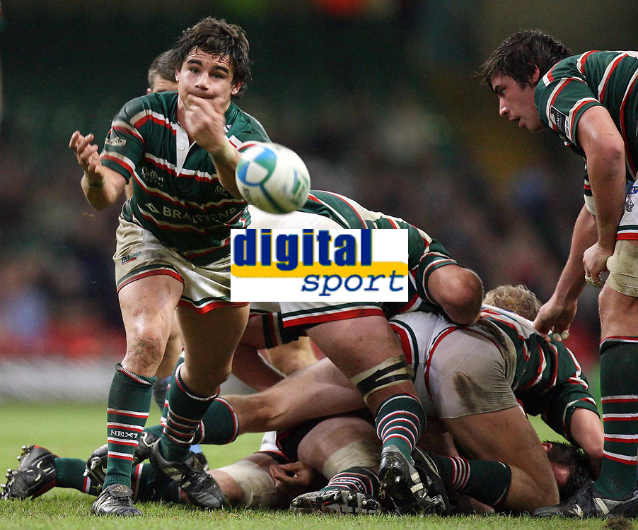 Photo: Rich Eaton.<br /> <br /> Cardiff Blues v Leicester Tigers. Heineken Cup. 29/10/2006. Harry Ellis Tigers scrumhalf passes