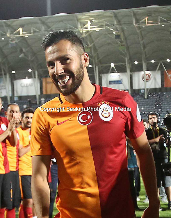 Turkey Supercup match between Galatasaray and Bursaspor at Osmanli Stadium in Ankara, Turkey on August 08, 2015.<br /> Final Score : Galatasaray 1 - Bursaspor 0<br /> Pictured: Galatasaray' s players celebrates their  Turkish SuperCup championship at the Osmanli Stadium in Ankara on August 08, 2015. Yasin Oztekin.