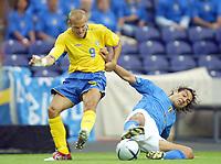Italy v Sweden - Estadio Dragao, Porto - 18th June 2004<br />Italy's Alessandro Nesta hangs onto Sweden's Freddie Ljungberg<br />Photo: Jed Leicester/Sporting Pictures<br />© Sporting Pictures (UK) Ltd<br />www.sportingpictures.com<br />Tel: +44 (0)20 7405 4500<br />Fax: +44 (0)20 7831 7991