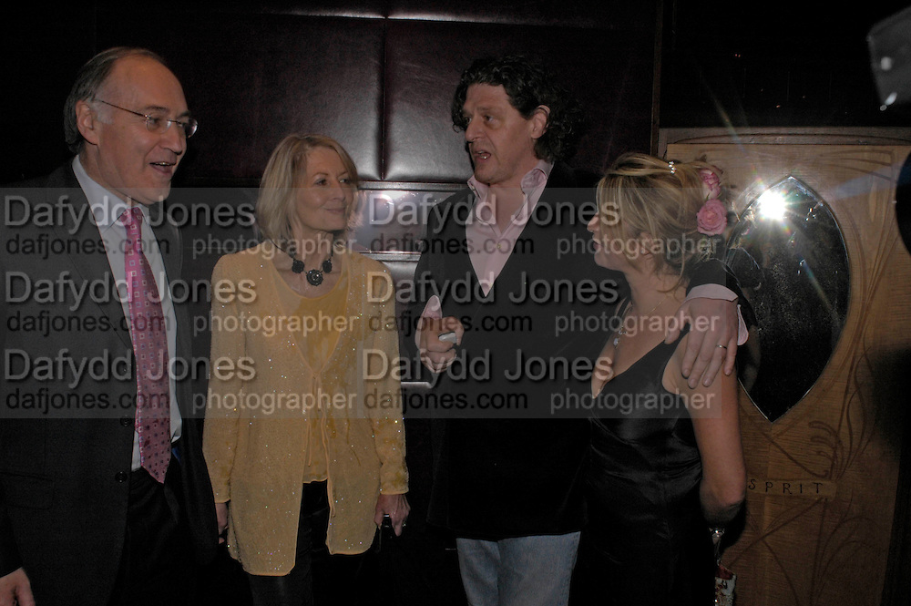 Michael and Sandra Howard with Marco Pierre White and Mati White. Conservative fund raising dinner hosted  by Marco Pierre White and Franki Dettori at  Frankie's. Knightsbridge. 17 January 2004. ONE TIME USE ONLY - DO NOT ARCHIVE  © Copyright Photograph by Dafydd Jones 66 Stockwell Park Rd. London SW9 0DA Tel 020 7733 0108 www.dafjones.com
