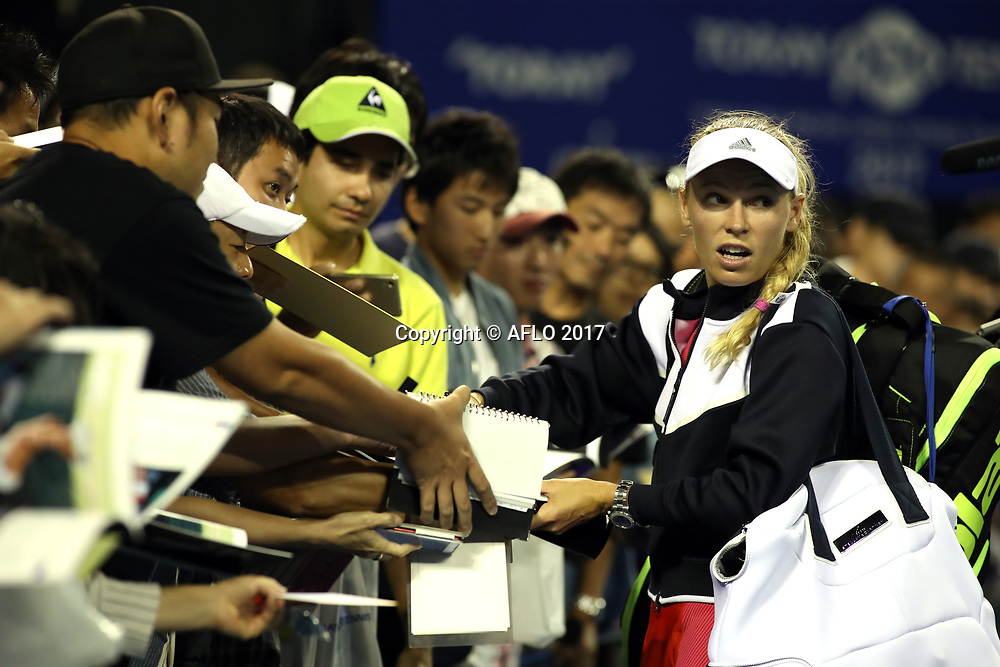 September 21, 2017, Tokyo, Japan - Defending champion Caroline Wozniacki of Denmark gives her autographs to Japanese fans after she defeated Shelby Rogers of the United States during the second round match of the Toray Pan Pacific Open tennis championships in Tokyo on Thursday, September 21, 2017. Wozniacki defeated Rogers 4-6, 6-1, 6-4.    (Photo by Yoshio Tsunoda/AFLO)