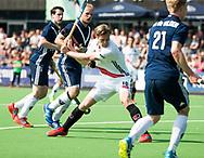 AMSTELVEEN -  Hockey Hoofdklasse heren Pinoke-Amsterdam (3-6). Mirco Pruyser (A'dam) haalt uit.   COPYRIGHT KOEN SUYK