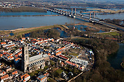 Nederland, Gelderland, Zaltbommel, 07-03-2010; vestingstad Zaltbommel aan de oevers van de Waal, gezien naar de Tielerwaard. Martinus Nijhofbrug over de rivier, Grote of Sint-Maartenskerk in het centrum.  .The fortified town of Zaltbommel on the banks of the river Waal, Great or Saint Martin in the center. Martinus Nijhoff Bridge (A2) in the background..luchtfoto (toeslag), aerial photo (additional fee required).foto/photo Siebe Swart