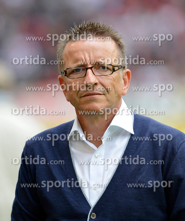 15.09.2012, Mercedes Benz Arena, Stuttgart, GER, 1. FBL, VfB Stuttgart vs Fortuna Duesseldorf, 03. Runde, im Bild Trainer Norbert MEIER Fortuna Düsseldorf // during the German Bundesliga 03rd round match between VfB Stuttgart and Fortuna Duesseldorf at the Mercedes Benz Arena, Stuttgart, Germany on 2012/09/15. EXPA Pictures © 2012, PhotoCredit: EXPA/ Eibner/ Weber..***** ATTENTION - OUT OF GER *****