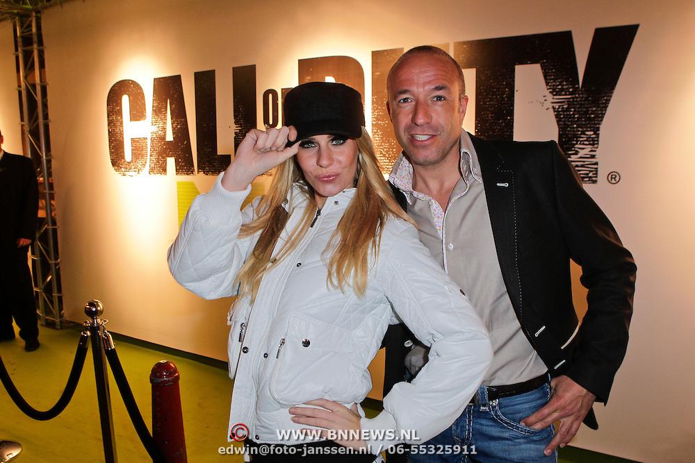 NLD/Amsterdam/20111107- Lancering Call of Duty MW3, Tom Coronel en model