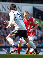 Photo: Ed Godden/Sportsbeat Images.<br /> Tottenham Hotspur v Arsenal. The Barclays Premiership. 21/04/2007. Arsenal's Alexander Hleb (R), is confronted by Ricardo Rocha.