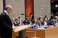 Nederland. Den Haag, 26 oktober 2010.<br /> De Tweede Kamer debatteert over de regeringsverklaring van het kabinet Rutte.<br /> bewindslieden in vak K luisteren naar Job Cohen, PvdA, oppositie<br /> Kabinet Rutte, regeringsverklaring, tweede kamer, politiek, democratie. regeerakkoord, gedoogsteun, minderheidskabinet, eerste kabinet Rutte, Rutte1, Rutte I, debat, parlement<br /> Foto Martijn Beekman