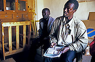 Anselme, ajourd'hui président de la fédération des caféiculteurs de la province de Kayanza, nord du Burundi. Ici en octobre 2002 lors d'une formation délivrée par INADES.