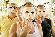 """Dintorni di Ubud Bali 2015 - Lo scrittore Andrea Bocconi e due """"aspiranti mascherai"""" posano con le maschere non ancora del tutto complete."""