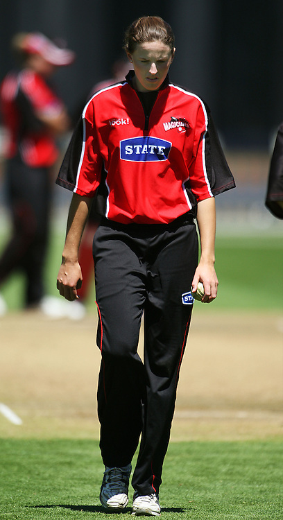Canterbury bowler Amy Satterthwaite.<br /> State League final. Wellington Blaze v Canterbury Magicians at Allied Prime Basin Reserve, Wellington. Saturday, 24 January 2009. Photo: Dave Lintott/PHOTOSPORT