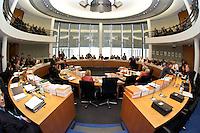 24 MAR 2004, BERLIN/GERMANY:<br /> Uebersicht Sitzungssaal des Haushaltsausschusses des Deutschen Bundestages vor Sitzungsbeginn, Paul-Loebe-Haus, Deutscher Bundestag<br /> IMAGE: 20040324-02-008<br /> KEYWORDS: Übersicht