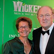 NLD/Scheveningen/20111106 - Premiere musical Wicked, Joop van den Ende en partner Janine Klijburg