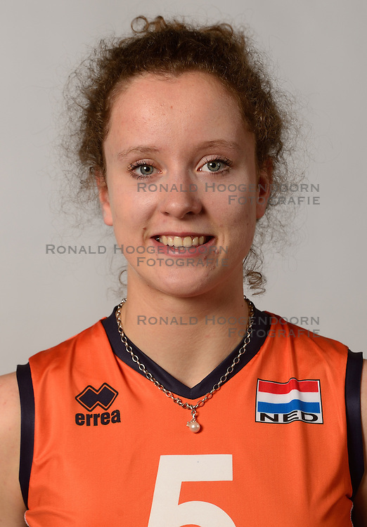 07-04-2014 NED: SELECTIE JONG ORANJE: ARNHEM<br /> Volleybalteam Jong Oranje / Lynn Braakhuis<br /> &copy;2014-FotoHoogendoorn.nl