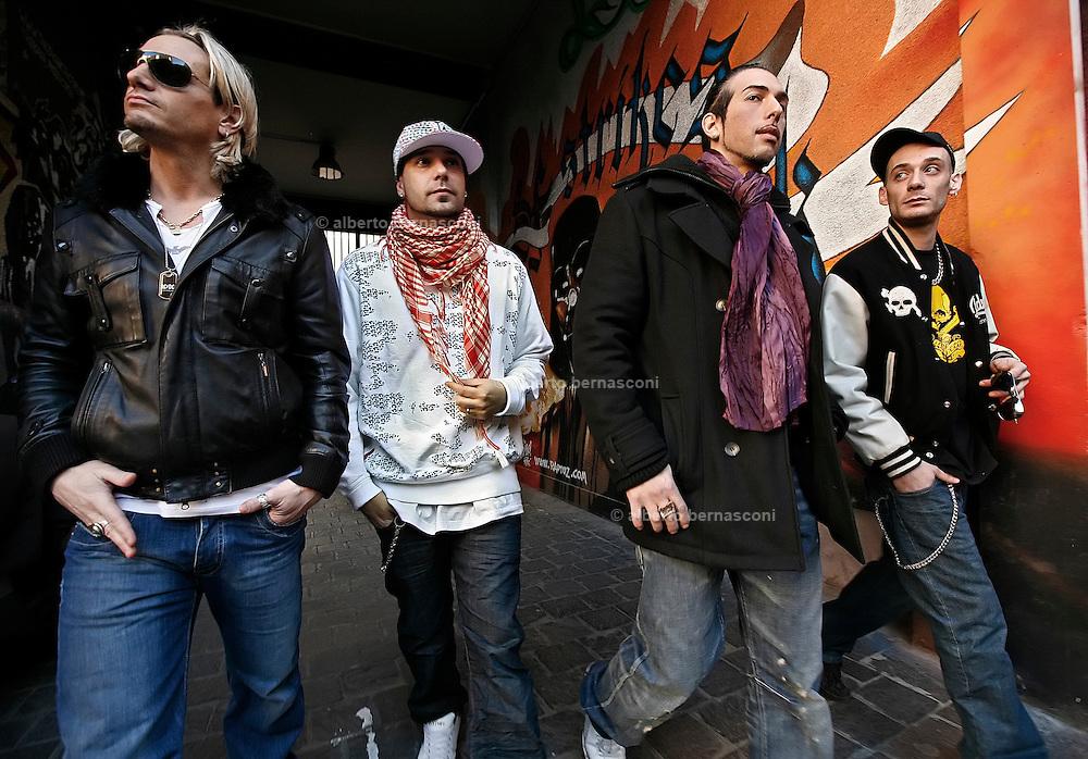 MIlano, Besto Sound Studio, i Gemelli Diversi, DA SN THEMA, THG, STRANO, GRIDO