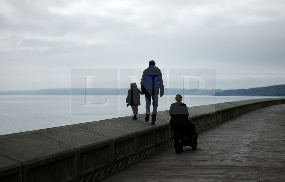 &copy; Licensed to London News Pictures. <br /> 05/04/2015. <br /> <br /> Scarborough, United Kingdom<br /> <br /> A family walk along the promenade on Easter Sunday in Scarborough, United Kingdom.<br /> <br /> Photo credit : Ian Forsyth/LNP