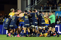 Tempers flare between the two sides - Mandatory byline: Patrick Khachfe/JMP - 07966 386802 - 15/12/2019 - RUGBY UNION - Stade Marcel-Michelin - Clermont-Ferrand, France - Clermont Auvergne v Bath Rugby - Heineken Champions Cup