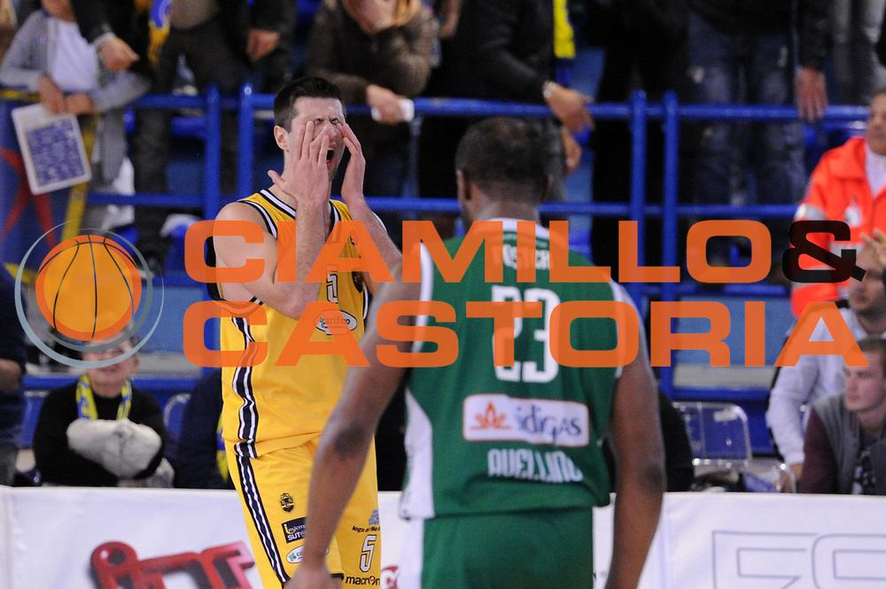 DESCRIZIONE : Porto San Giorgio Lega A 2013-14 Sutor Montegranaro Sidigas Avellino<br /> GIOCATORE : Daniele Cinciarini<br /> CATEGORIA : delusione<br /> SQUADRA : Sutor Montegranaro Sidigas Avellino<br /> EVENTO : Campionato Lega A 2013-2014<br /> GARA : Sutor Montegranaro Sidigas Avellino<br /> DATA : 04/05/2014<br /> SPORT : Pallacanestro <br /> AUTORE : Agenzia Ciamillo-Castoria/C.De Massis<br /> Galleria : Lega Basket A 2013-2014  <br /> Fotonotizia : Porto San Giorgio Lega A 2013-14 Sutor Montegranaro Sidigas Avellino<br /> Predefinita :