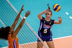 26-05-2017 NED: Nederland - Italie, Apeldoorn<br /> Kick off voor het Nederlands vrouwenteam begon met een oefenwedstrijd in Apeldoorn. Italië werd met 3-1 verslagen / Celeste Plak #4, Ofelia Malinov #5