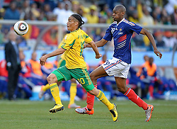 22-06-2010 VOETBAL: FIFA WORLDCUP 2010 FRANKRIJK - ZUID AFRIKA: JOHANNESBURG <br /> Steven Pienaar of South Africa in action with Abou Diaby of France<br /> ©2010-FRH- NPH/ Marc Atkins (Netherlands only)