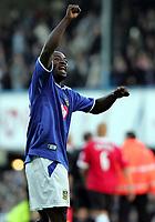 Fotball<br /> Premier League England 2004/2005<br /> Foto: SBI/Digitalsport<br /> NORWAY ONLY<br /> <br /> 30.10.2004<br /> Portsmouth v Manchester United<br /> <br /> Portsmouth's  Lomana Tresor Lua lua celebrates his teams win against Manchester.