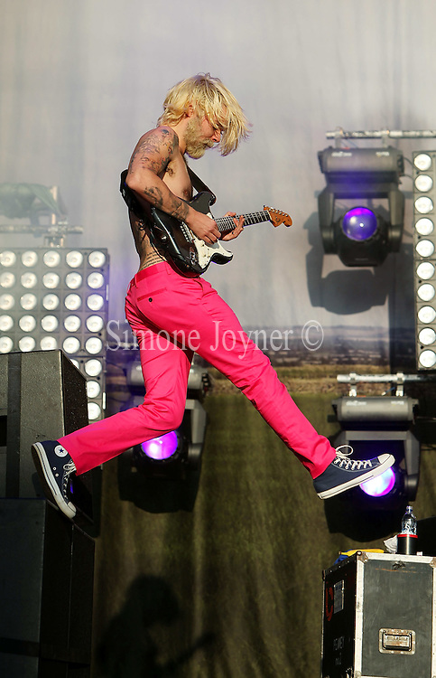 Simon Neil of Biffy Cylro performs live on the Main stage during day one of Reading Festival on August 27, 2010 in Reading, England.  (Photo by Simone Joyner)
