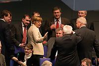 19 DEC 2003, BERLIN/GERMANY:<br /> Angela Merkel, CDU Bundesvorsitzende im gespraech mit Abgeordneten der CDU/CSU Bundestagsfraktion, waehrend einer Sitzungspause, Sondersitzung des Bundestages zur Abstimmung ueber das Reformpaket zu Steuern und Arbeitsmarkt, Plenum, Deutscher Bundestag<br /> IMAGE: 20031219-01-069<br /> KEYWORDS: MdB´s