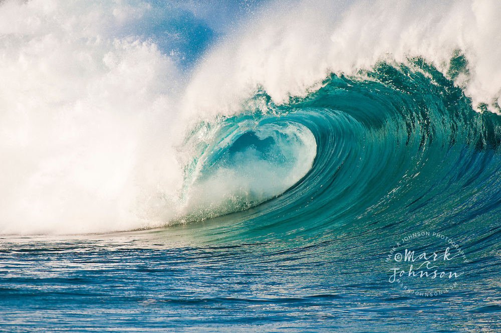 Waimea Bay Shorebreak, North Shore, Oahu, Hawaii, USA
