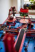 Ausstellungsstück welches in Zusammenartbeit mit Microsoft und Merkur  Metallbaukästen gebaut wurden im Merkur Museum in Police nad Metuji.