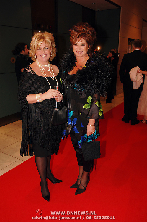 NLD/Amsterdam/20051128 - Uitreiking Beau Monde Awards 2005, Nicolet ten Berge en Yvonne Brandsteder - Baggen